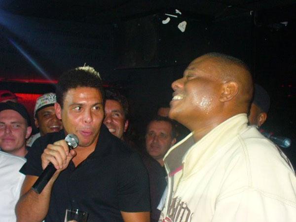 Ronaldo jogar do corinthians bebado em festa